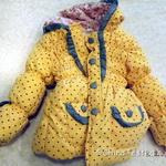 Модная яркая куртка с капюшоном для девочки, обзор.